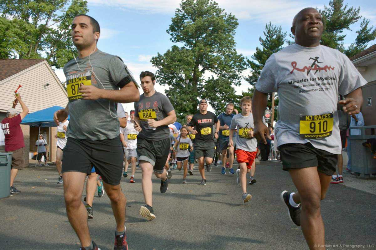 people running in Miracles for Myeloma 5k run/walk